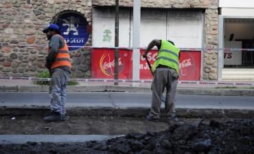 Reconstruyen el pavimento de la rotonda de la terminal y de la esquina de San Martín y Jujuy