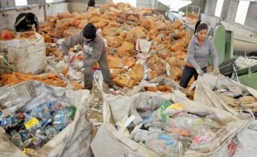 Ambiente dialogará con recuperadores de residuos del relleno sanitarios San Javier