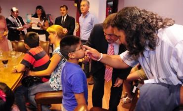 Empresas del medio donaron anteojos a niños carenciados