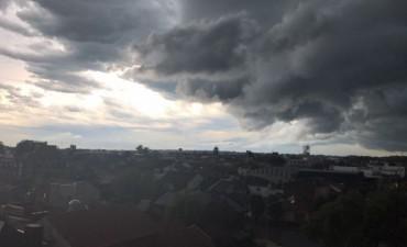 Cientos de evacuados en la zona centro del país por fuertes lluvias y vientos
