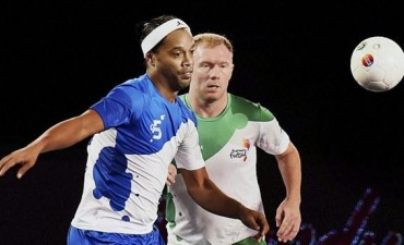 Ronaldinho 5 Goals vs Bangalore India Premier League Futsal
