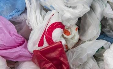 La Argentina prohíbe la entrega de bolsas de plástico en supermercados