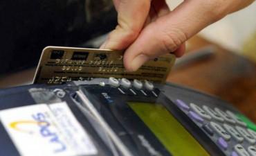 Las tarjetas de crèdito cobran hasta 60%  de intereses por pagar el mínimo