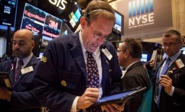 A la espera de que asuma Trump, Wall Street cede un 0,3%