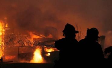 Argentina envía cascos blancos y bomberos para combatir los incendios de Chile