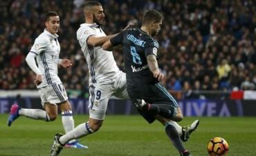 Real Madrid goleó a Real Sociedad y estiró la ventaja en la cima de la Liga de España