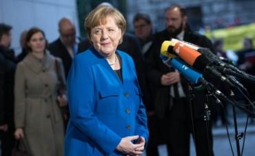 Merkel y Schulz alcanzan un preacuerdo para reeditar la gran coalición alemana