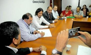 La Provincia acordó con cuatro sectores el incremento salarial