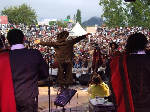 festival humor y canto
