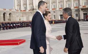 Felipe VI dará la bienvenida a Macri en Palacio Real tras cambio de protocolo