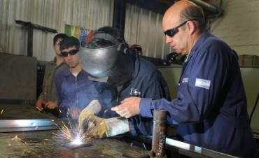 La industria y la construcción acumularon otro mes de caída