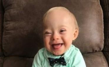 Marca de ropa para niños elige como imagen a un bebe con síndrome de Down