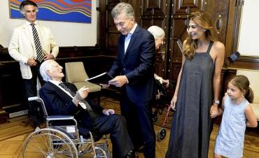 Macri festejó su cumpleaños junto a un jubilado de 100 Años