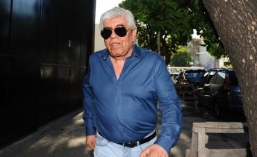 Moyano sin respaldo para el 21-F, Barrionuevo se acerca al Gobierno