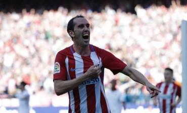 El Atlético le gano al Sevilla y acecha la tercera plaza