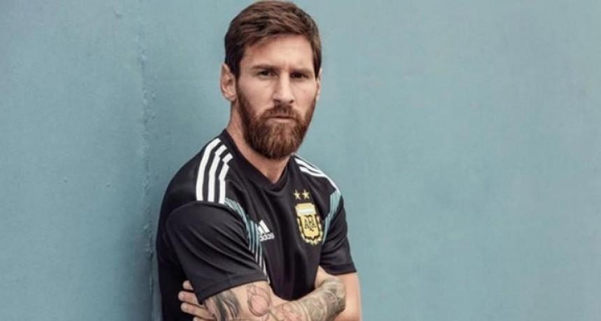 Adidas oficializó la camiseta suplente de la Selección para Rusia