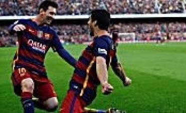 Con un gol de Messi y tres de Suárez, Barcelona vence a Gijón y sigue líder