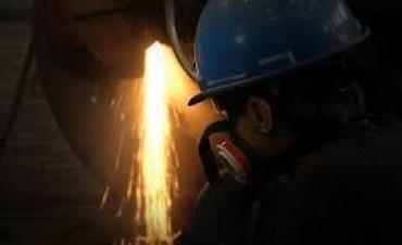 Metalúrgicos: Van a cerrar aumento salarial anual de entre 33% y 35%