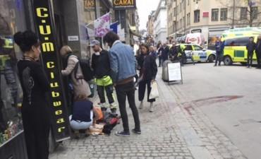 Atentado con un camión en el centro de Estocolmo: al menos dos muertos y varios heridos