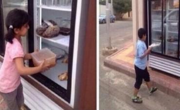 El solidario gesto de un anónimo: una heladera llena para los que menos tienen