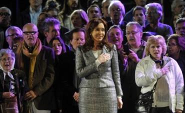 La Presidenta de la Nación habló ante una plaza repleta en el cierre de los festejos por la Semana de Mayo.