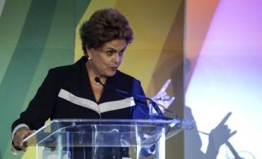 Rousseff: podrían suspenderla hoy y asumiría Temer