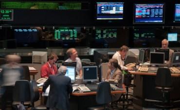 La bolsa porteña cede el Merval un 1,1% presionada por acciones petroleras