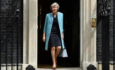 May condena el atroz ataque y suspende la campaña electoral