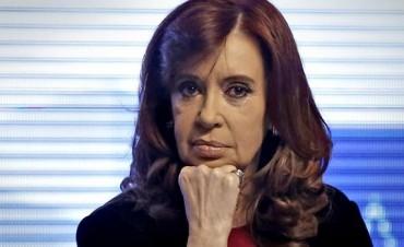 Cristina Kirchner reúne a sus leales entre rumores de que será candidata