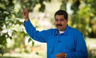 Maduro firmó el decreto que convoca a una Constituyente