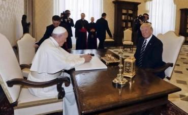 Què regalos le dio el Papa a Donald Trump