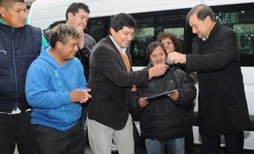 El Vicegobernador entregó una unidad para traslado de personas con discapacidad