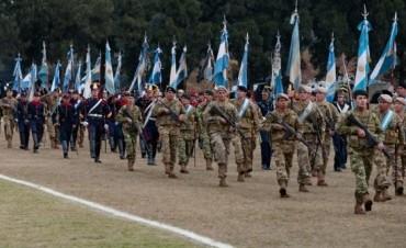 Desfile 6.000 militares participan del desfile patriótico por los 207° de la Revolución de Mayo