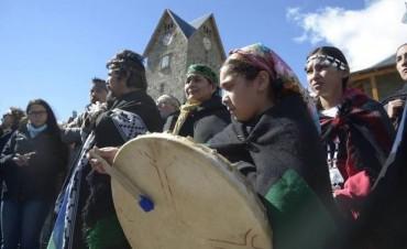 Bachelet pidió perdón a los mapuches y restituirá tierras