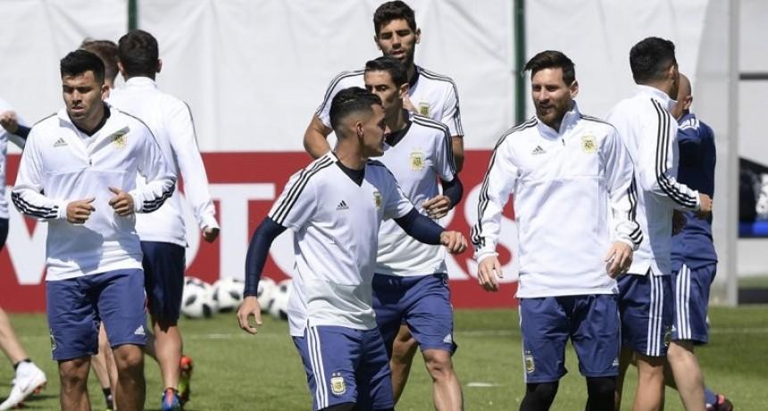 Sampaoli probó un equipo con el Huevo Acuña de titular