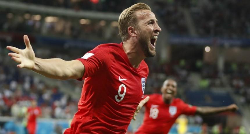 Inglaterra venció 2-1 a Túnez con gol en el descuento