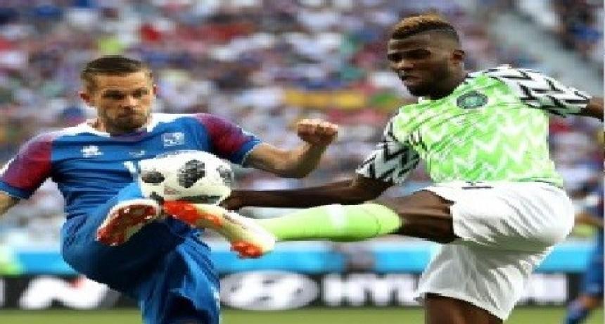 Nigeria vencio 2 a 0 a Islandia y lo festeja la Selección
