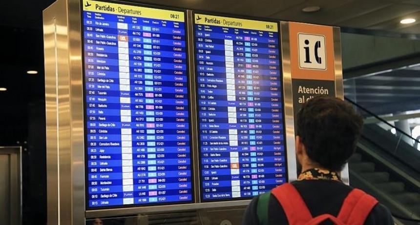 Aerolìneas reprograman vuelos por el paro del lunes