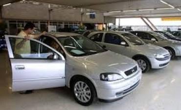 El dòlar acelera venta de autos