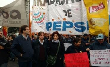 Trabajadores de PepsiCo  cortan 9 de Julio y Corrientes