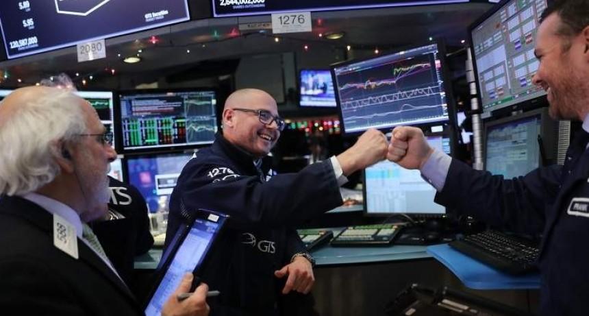 Wall Street transita mixto a media sesión