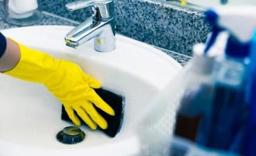 La limpieza de esponjas antiguas favorece la aparición de neumonía y meningitis