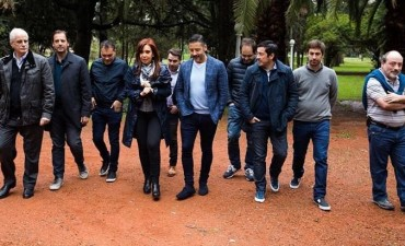 Cristina junto con los intendentes de la Primera Sección electoral va por la campaña electoral