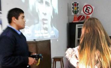 Tránsito incorporó gafas de visión alcoholizada en los cursos de Educación Vial