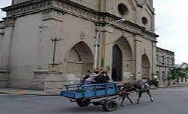 Familias se capacitan para sustituir sus carros tirados por caballo por motocarros