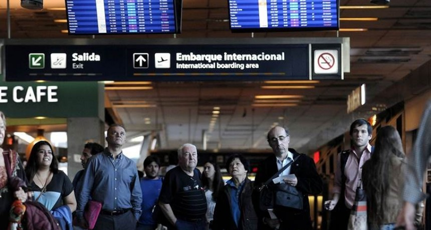 Aerolíneas Argentina cancela el total de sus vuelos del martes