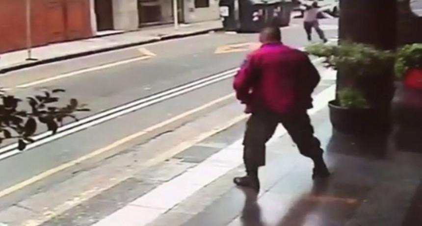Atacan gendarmería con bombas tras el acto en Plaza de Mayo