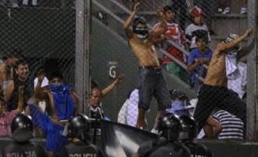 Barra violentas de Central norte suspenden el partido