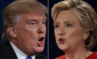 Trump no se rinde y va al debate con Clinton