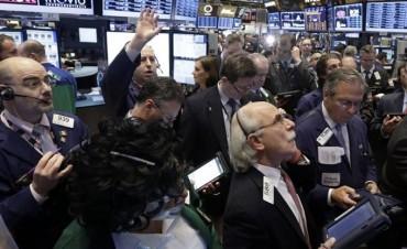 El Dow Jones supera nuevamente los 23.000 puntos animado por balances
